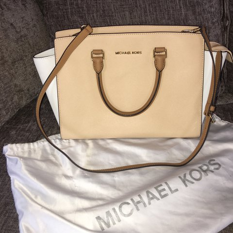 b6cad00f7440 Genuine Micheal kors bag. Michael Kors Selma Saffiano Colour - Depop