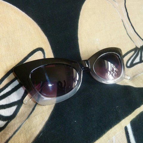 403e9df66d3 Wavey cat eye style sunglasses in black to clear grey fade. - Depop
