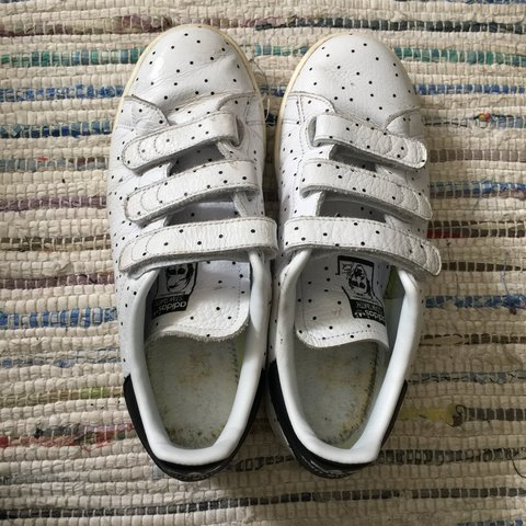 Adidas Stan Smith uk 5 white Velcro trainers with black Worn - Depop f3cc9be43