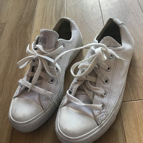 White leather converse Size 4 Used Can