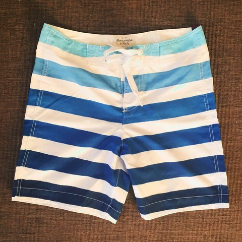 e31164dc164c3 @gina_s_closet. 3 years ago. Ireland. MENS Abercrombie & Fitch Swimming  shorts, size Small.