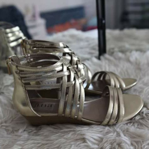 e65010d159e Gold gladiator sandals with small wedge! About 1