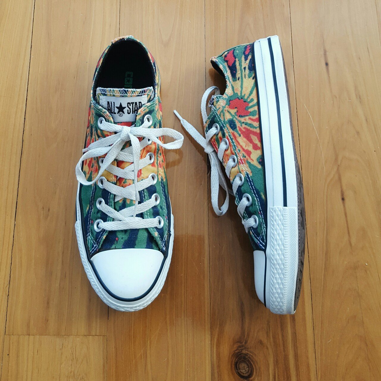 Price drop  Converse All Star low tops - size 7 AUS 7c7ee675ad5