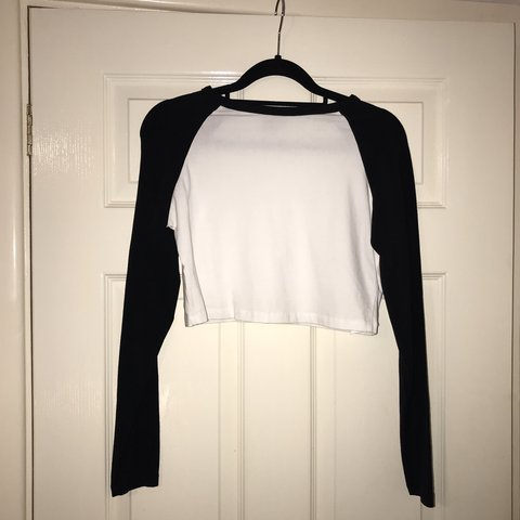 adfc587d6e3f5 ASOS SIZE 12 black and white long sleeved crop top. Perfect - Depop