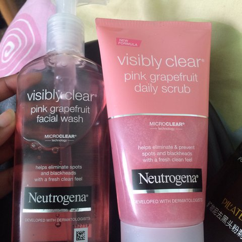 Neutrogena Pink Grapefruit Facial Wash And Daily Scrub Used Depop