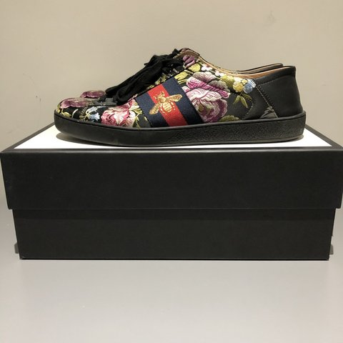 50dbbb5d155 SALEEEE!!Gucci ace trainers black with flowers    8 10 worn - Depop