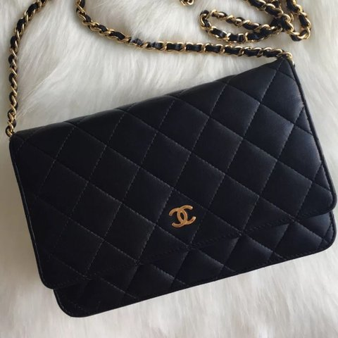 d21dd81c9ded23 Chanel Wallet on Chain Black with Gold Hardware Used but in - Depop