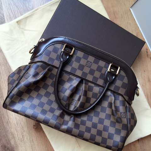 a48afb464a9e Authentic Louis Vuitton Trevi bag in size medium