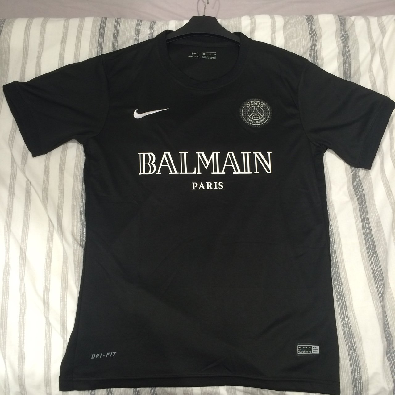 sports shoes 02496 679a8 Balmain Paris Saint Germain T-Shirt – Galleria Immagini ...