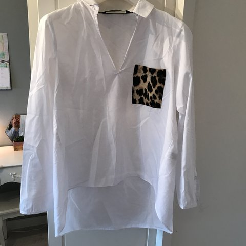 16058e233d8cd Zara- white shirt with leopard pocket Size Medium Perfect - Depop