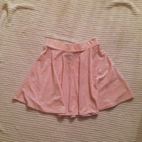 246dd4178 @peachykeeeen. 3 years ago. New Jersey, USA. Light pink velvet skirt.