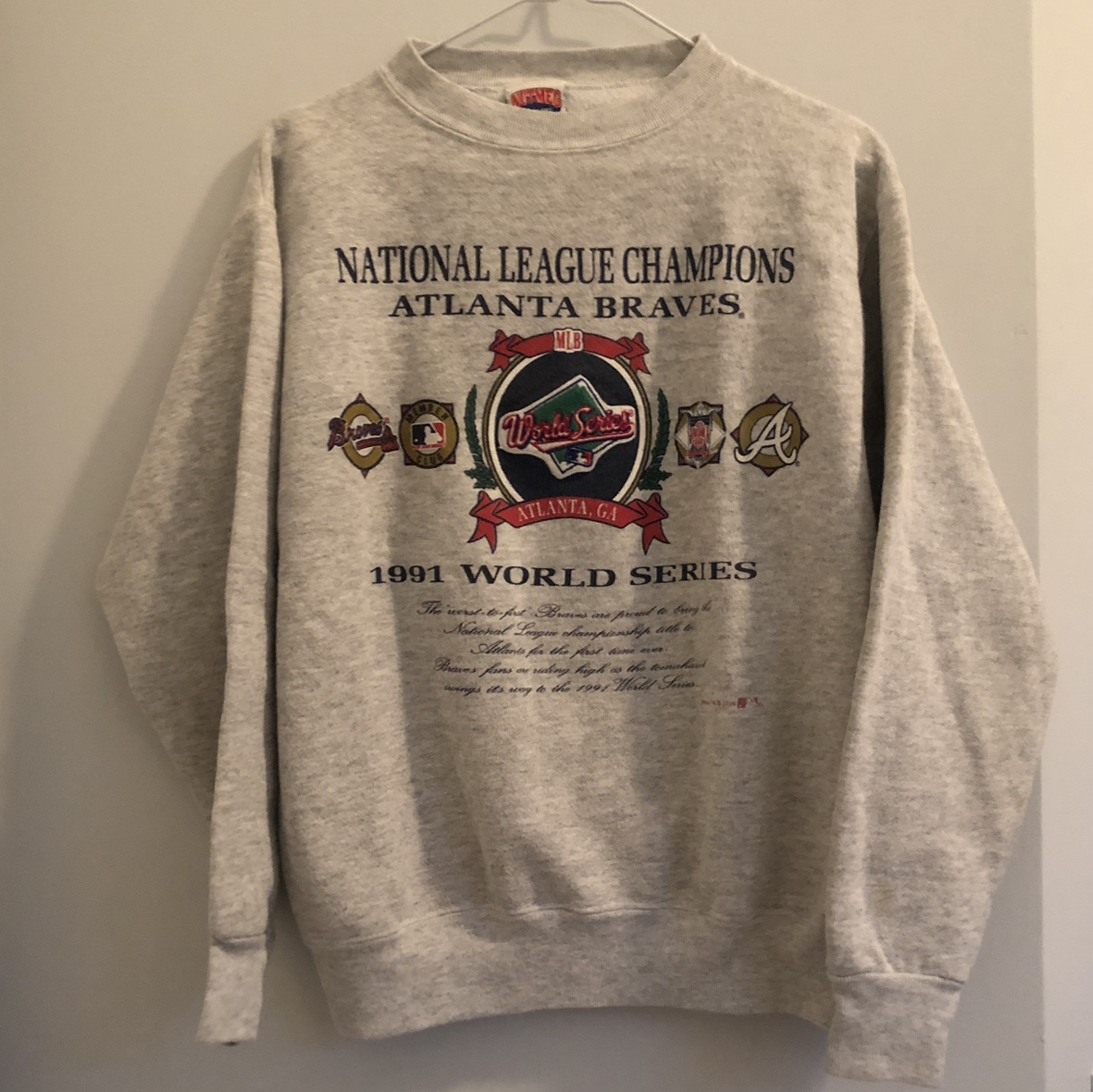 sale retailer f9b44 9e241 Vintage Atlanta Braves Sweatshirt Light grey.... - Depop