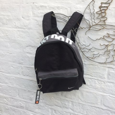 Vintage Nike backpack rucksack bag. Retro 90s and white. Zip - Depop 78c795f0e651a