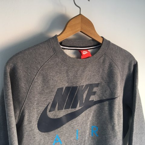 5f3686f09fef 🔺 - FREE FIRST CLASS SHIPPING! 🔺 - Authentic Nike crew in - Depop