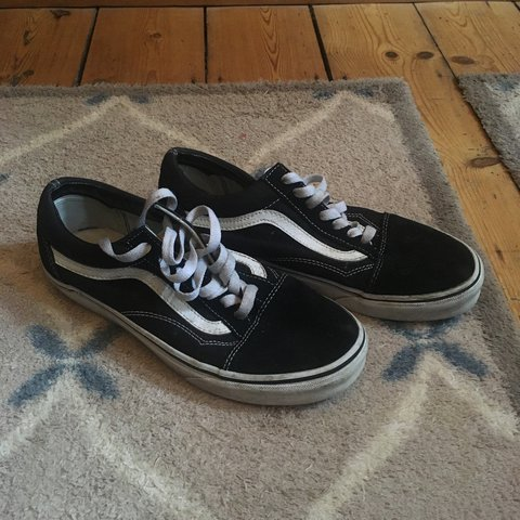 9b2386fd08f027  beth frost. 9 months ago. United Kingdom. Vans Old Skool size UK 5    black    white classic ...
