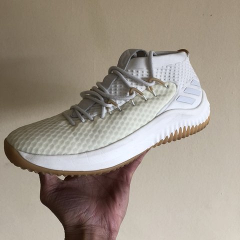 6dafe88fbebb Adidas Dame 4 Size UK9.5 In near perfect condition. Only - Depop