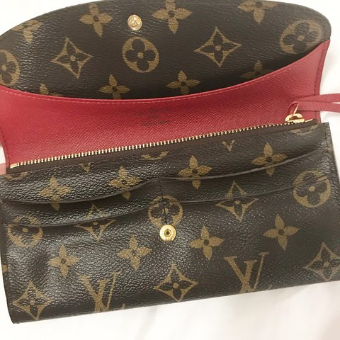 d0236c91c0364 Louis Vuitton Emilie Fuschia Monogram Wallet in like new and - Depop