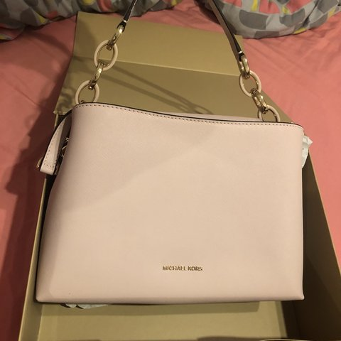 600e7746cc24 @jessicacoulson. 2 months ago. London, United Kingdom. OPEN TO OFFERS Legit michael  kors baby pink bag. Brand new in the box, never been used ...