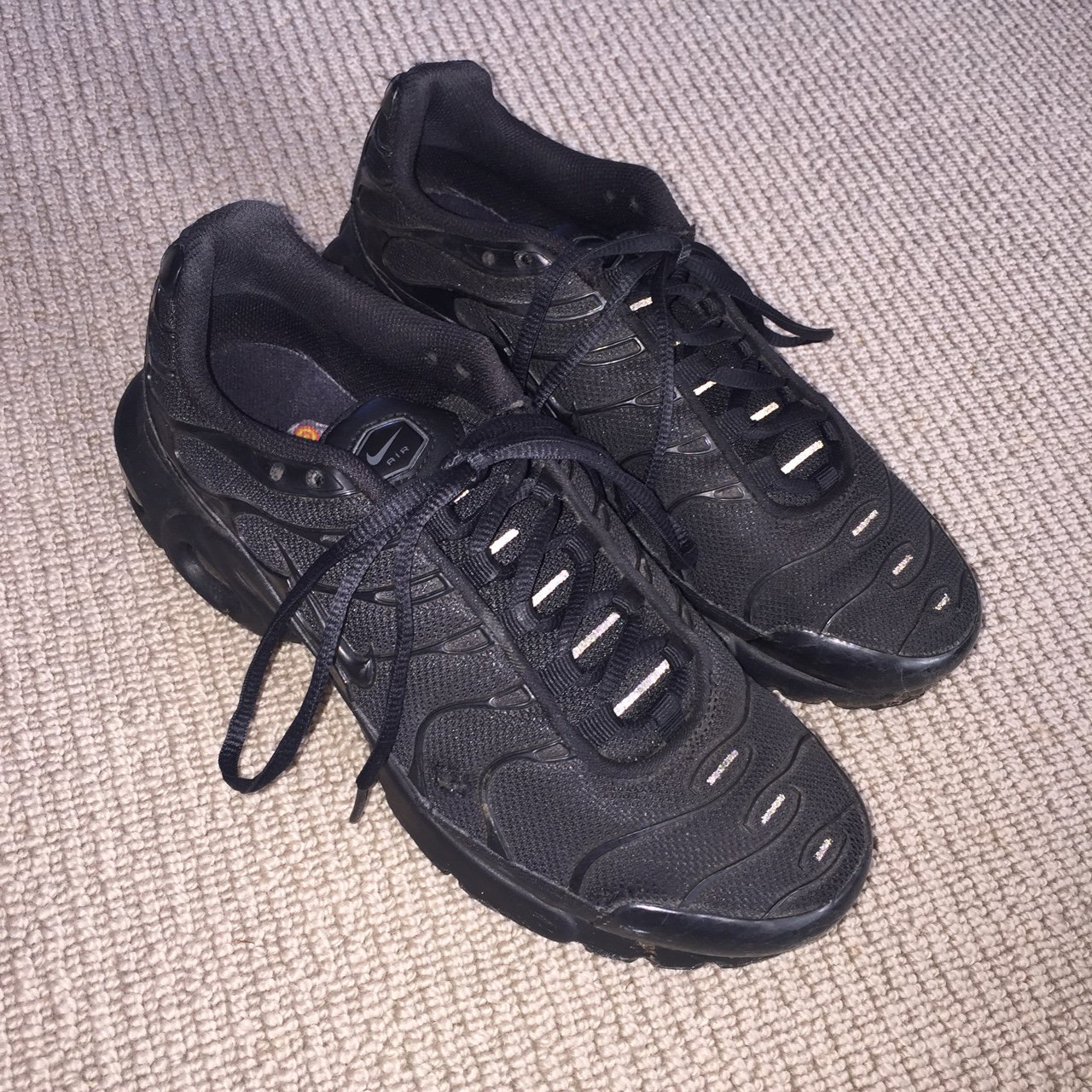 7a852123f443 Nike tn tuned trainers   all black with reflective glow   5 - Depop