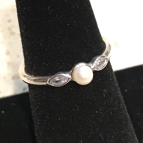 68309c47e @1stepcheaper. last year. Rancho Cucamonga, United States. I'm selling  these Authentic Pandora Luminous Leaves White Pearl Ring ...