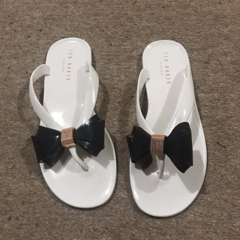 f7676b724b61 Authentic ted baker bow flip flops sandals white with black - Depop