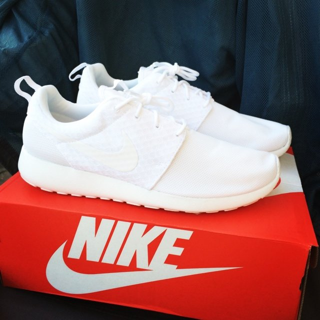 bc99d422889c Nike All White Roshe Run Hyperfuse Trainers Mens