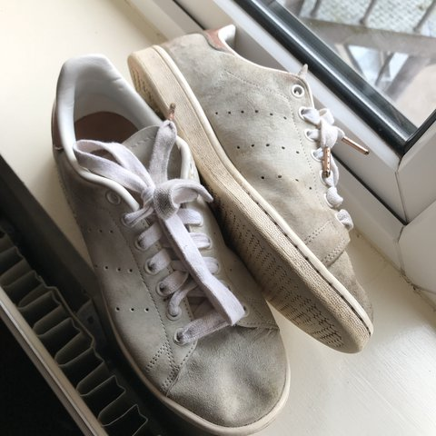 finest selection e0d51 ecdfe White  Beige Suede Stan Smith Adidas trainers with rose a a