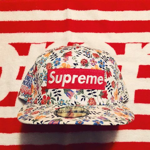 ee12dca5d6c ... box logo new era cap 21d3c ac458 italy supreme x liberty x new era  floral hat size 7 5 8. from the ...