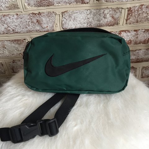 d6d11b9eb275b Vintage pine green Nike Fanny Pack! In good condition