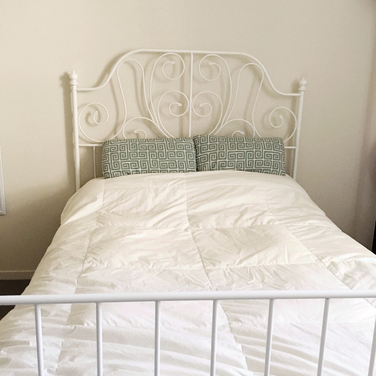 Picture of: Full White Metal Bed Frame Originally From Ikea Depop