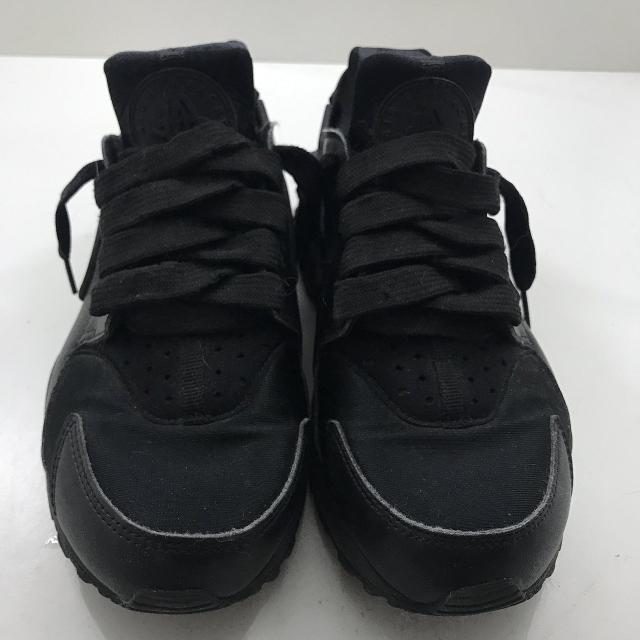 20fe47b0f4f0 PRICE DROPPED  Nike women s Air Huaraches- all black. These - Depop