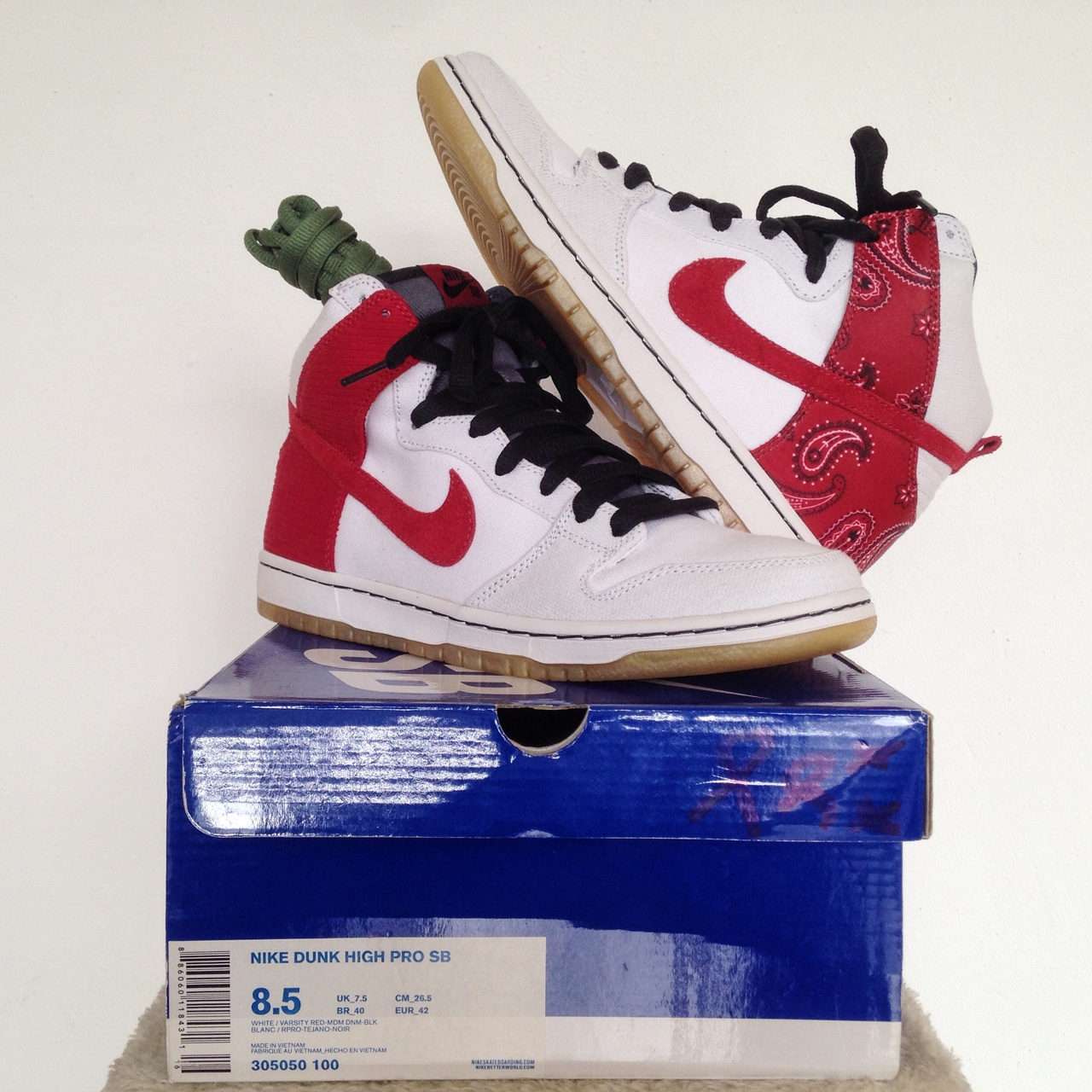 sports shoes bec0e 4944b Nike Dunk High Pro SB • Cheech and Chong • us 8,5 /... - Depop