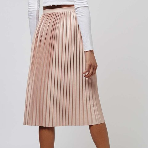 e9bb0ebc71 Topshop pink pleated skirt in a size 6. Only worn once. mark - Depop