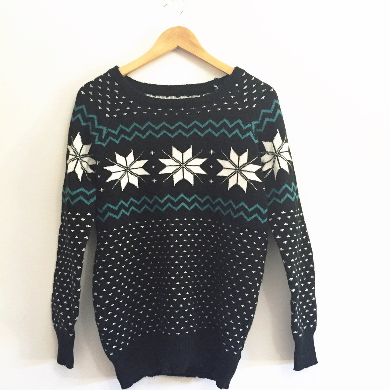 1796acac221 a cozy nordic patterned christmas sweater. wore this once.