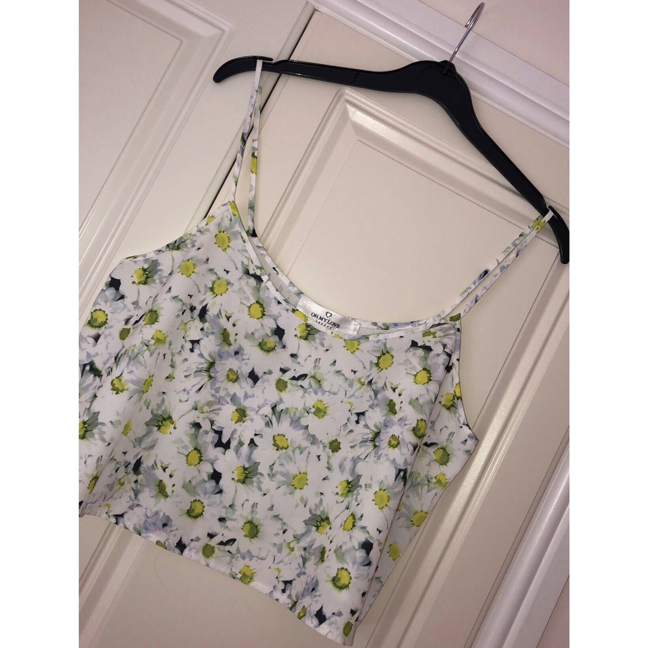 3b574507c2637 💛Daisy Printed Strappy Crop Top💛 •Immaculate