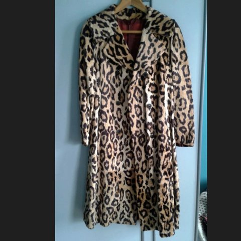 c77a115cd870 @izn. 3 years ago. London, UK. Stunning vintage leopard print faux fur coat  ...