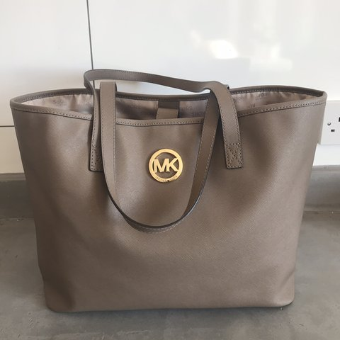 5624a6b0487a genuine michael kors large tote bag bought a year ago and a - Depop