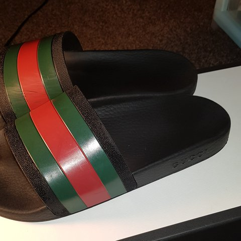 ee40c9874932 Gucci pursuit slides. Slight scuffing on the inside. Minor a - Depop