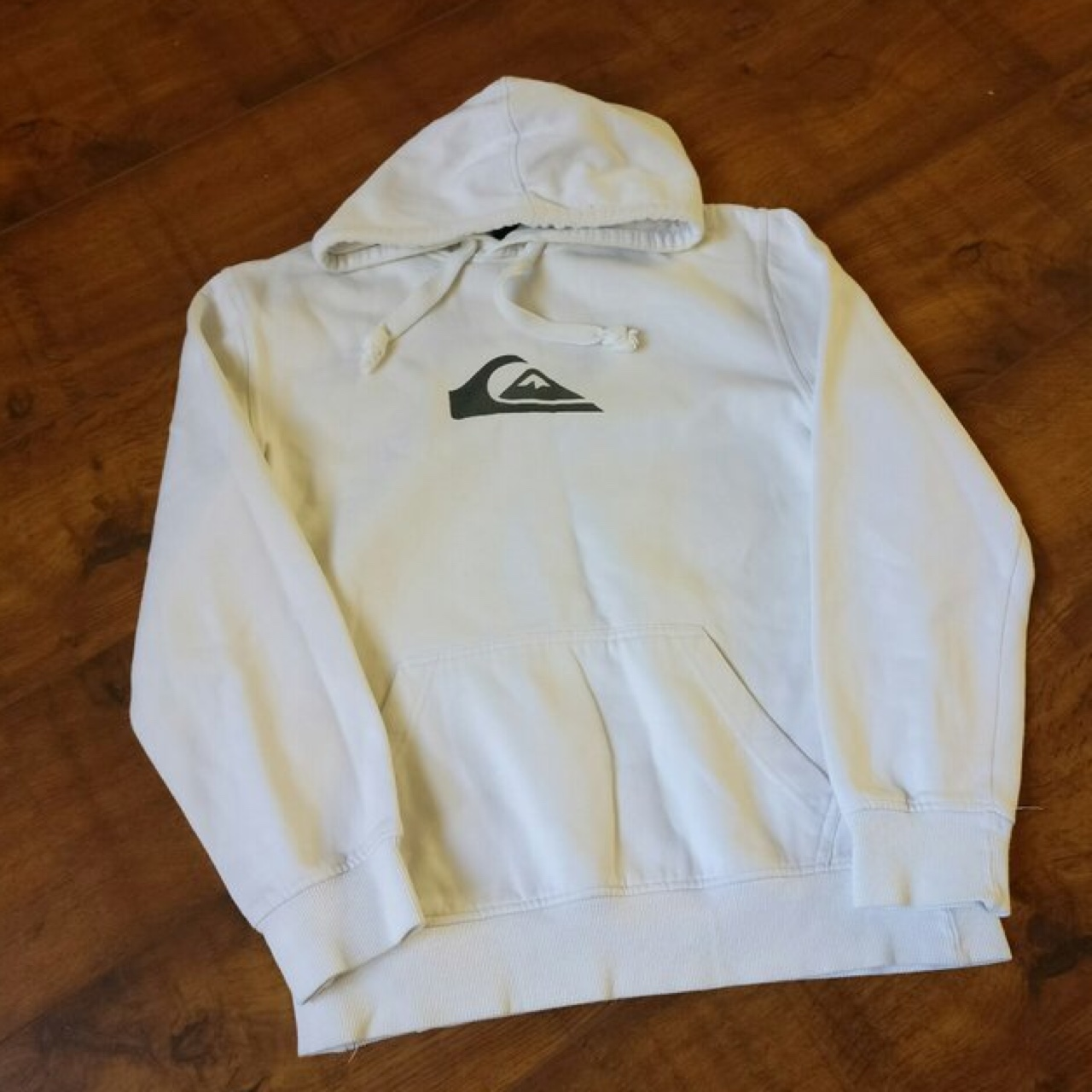 White quiksilver hoodie hoody. Great condition. Depop