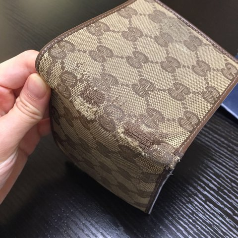 96a6516803aca5 Authentic Used Gucci wallet the wallet is damage as picture - Depop