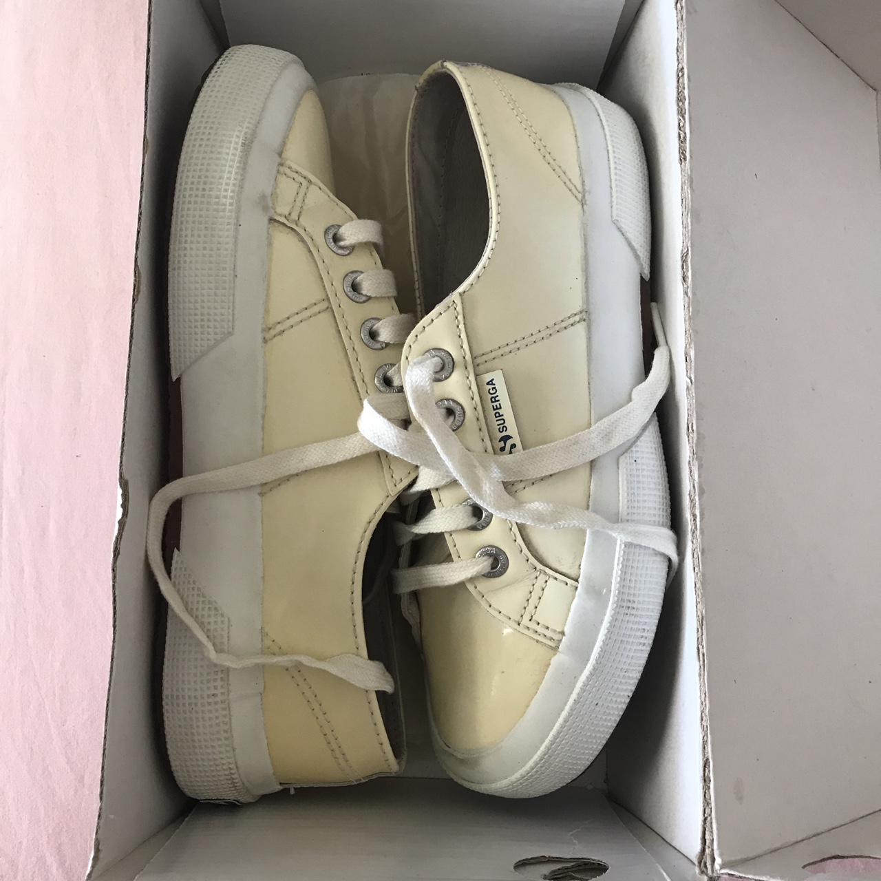 Superga in vernice bianche e interno in pelle, usate Depop