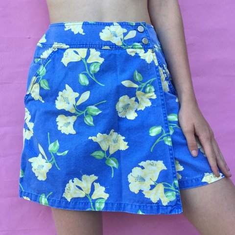 479042724b5 Vintage Blue and Yellow Floral Skort. This skirt/shorts is a - Depop