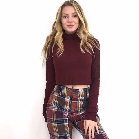 1821bbde7f2 @maggiekallery. 2 months ago. St. Louis, United States. Burgundy Ribbed  Turtleneck Crop Top. It's a raw hem. Fits ...