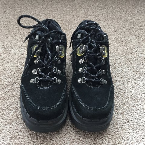 8bc878fd7d33 Vintage 90s Skechers black suede sneakers hiking boots with - Depop