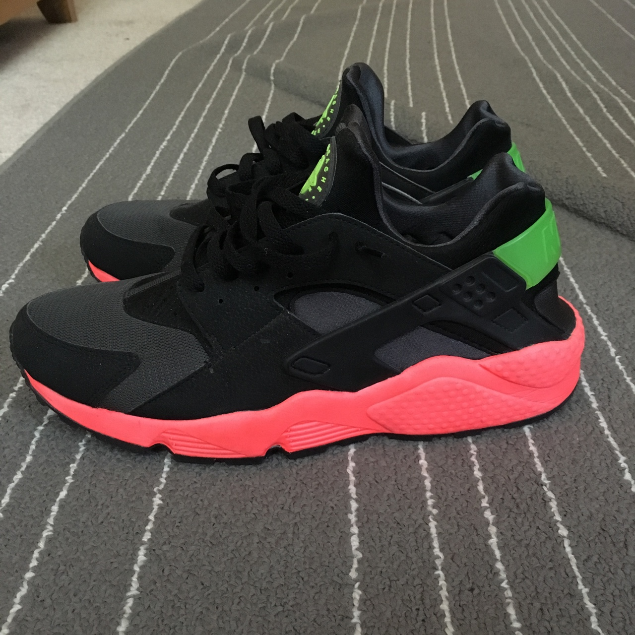 new arrival 32139 4fbed Nike Huaraches Hyper Punch size 12 (Back right strap... - Depop
