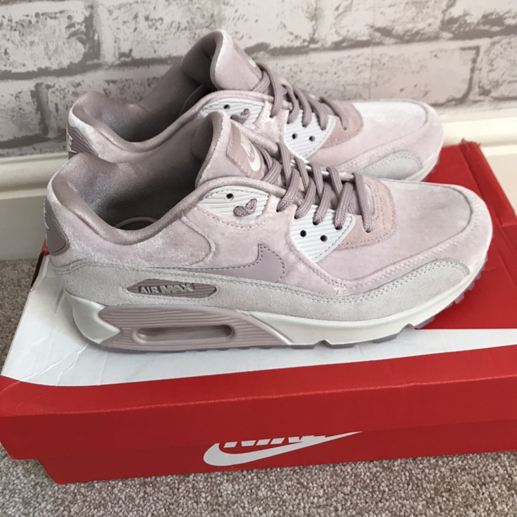 Brand New Nike Air Max 90 Velvet Particle Rose NWT