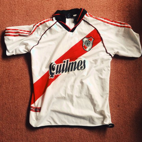 cedfac906 River Plate Retro football jersey size M in good condition - Depop