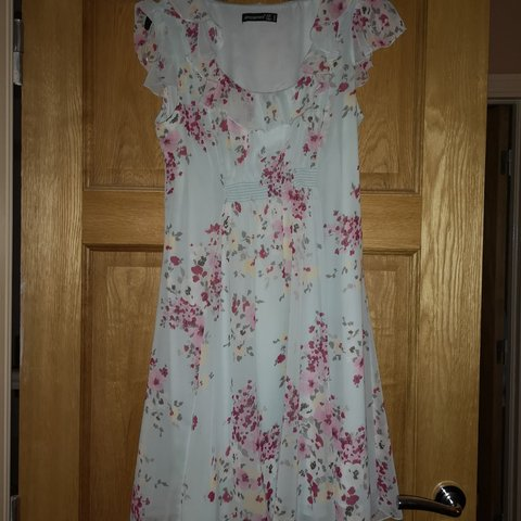 9b8e8f2b6cd6 Floral summer dress From penneys Worn twice Size  missguided - Depop