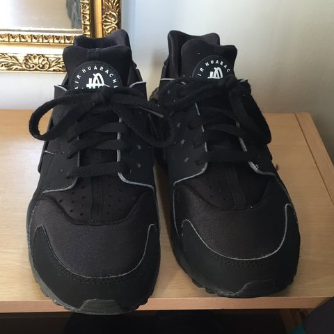 3c324551d183 NIKE TRIPLE BLACK HUARACHES SIZE 6! Great condition! OPEN TO - Depop
