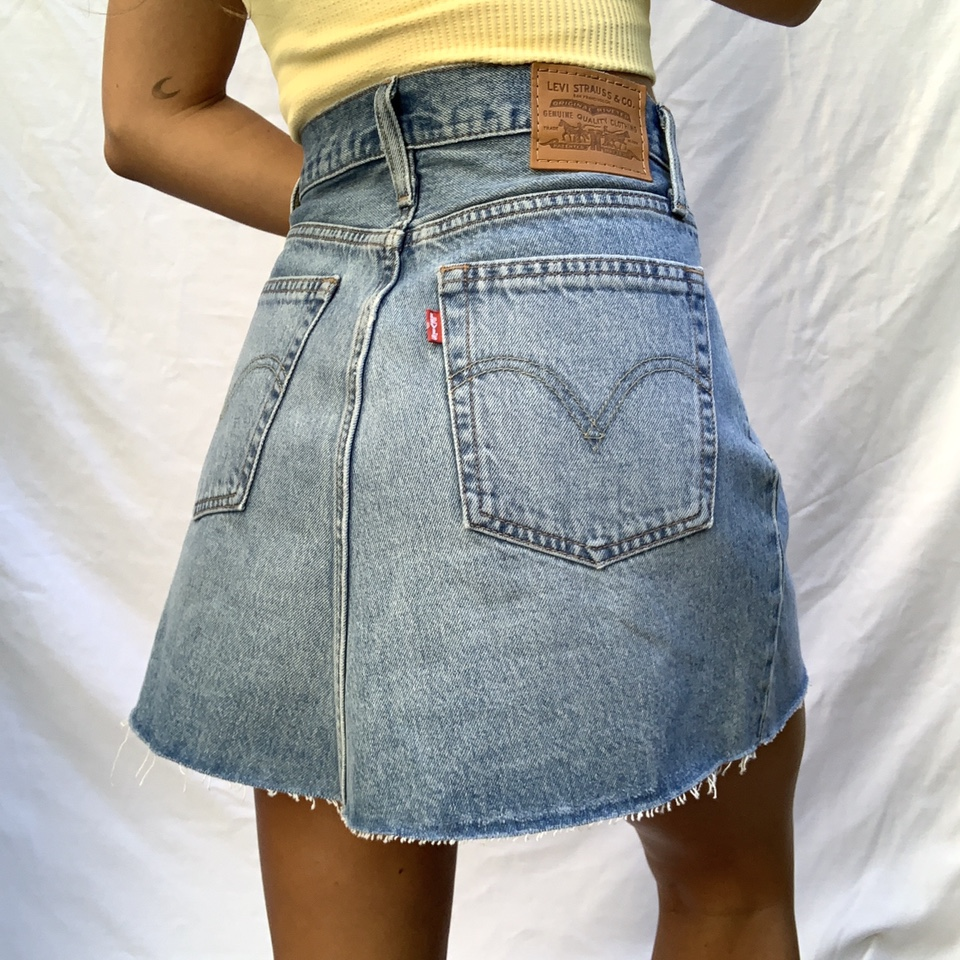 Levi's button up skirt! Absolutely perfect condition, so cute